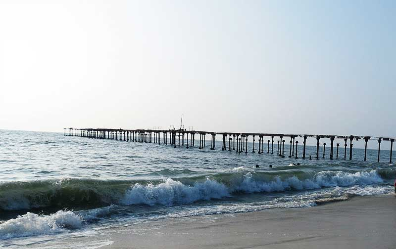 beach and pier in allepey