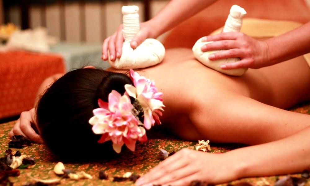 Woman experiencing a relaxing ayurvedic message