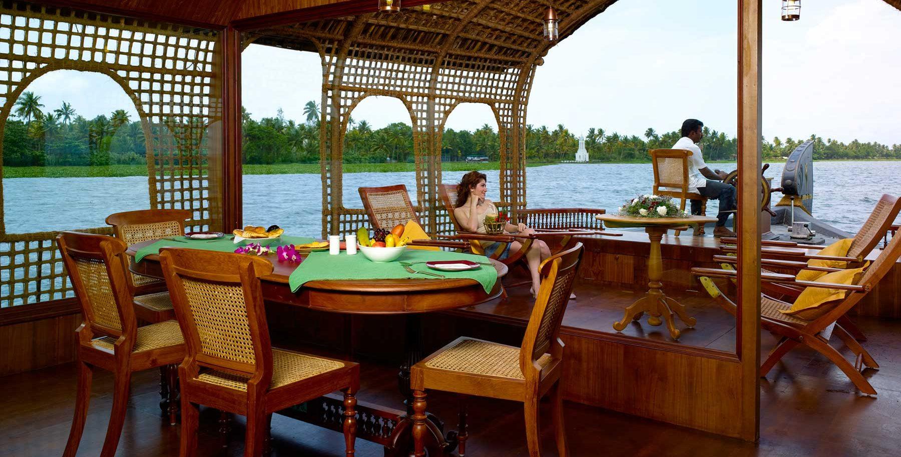 Luxury Houseboat_Kumarakom Lake Resort