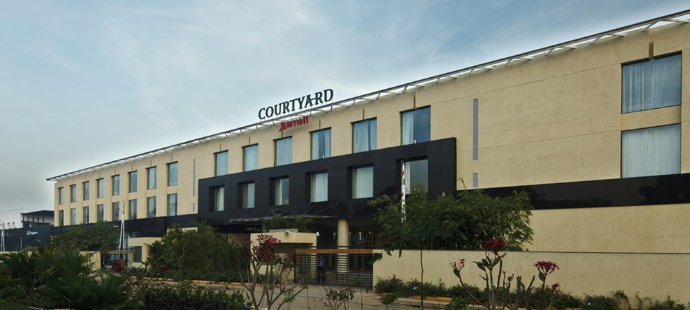 The exterior view of Courtyard Marriott