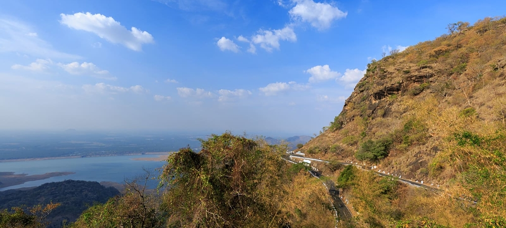 The winding roads and hills near Aliyar Dam