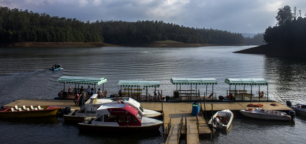 Boats at the shore of the Ooty Lake