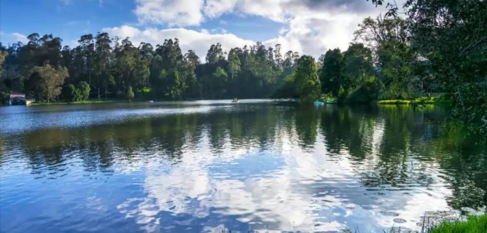 The pristine and calm lake at Kodaikanal