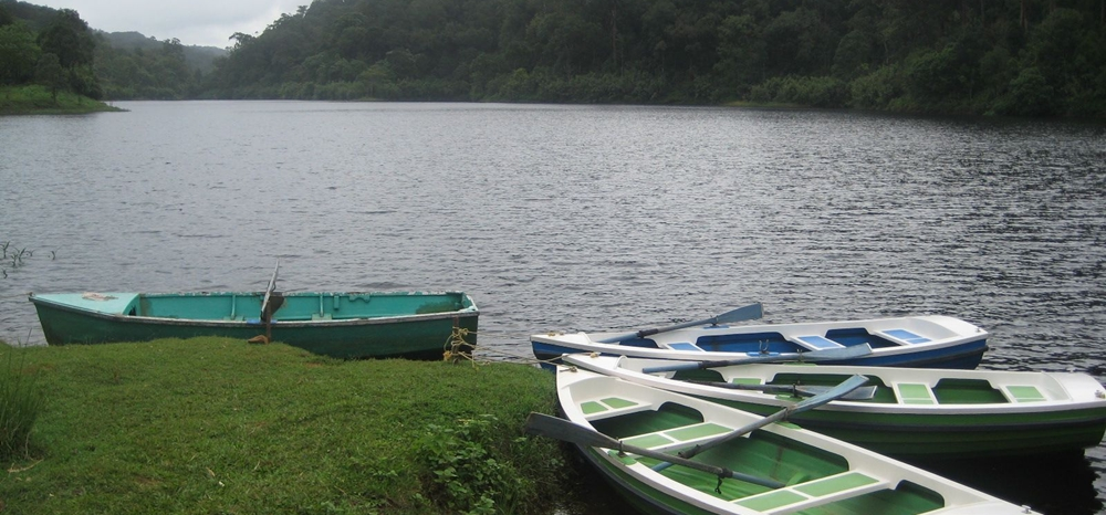Boats at the lake in Gavi