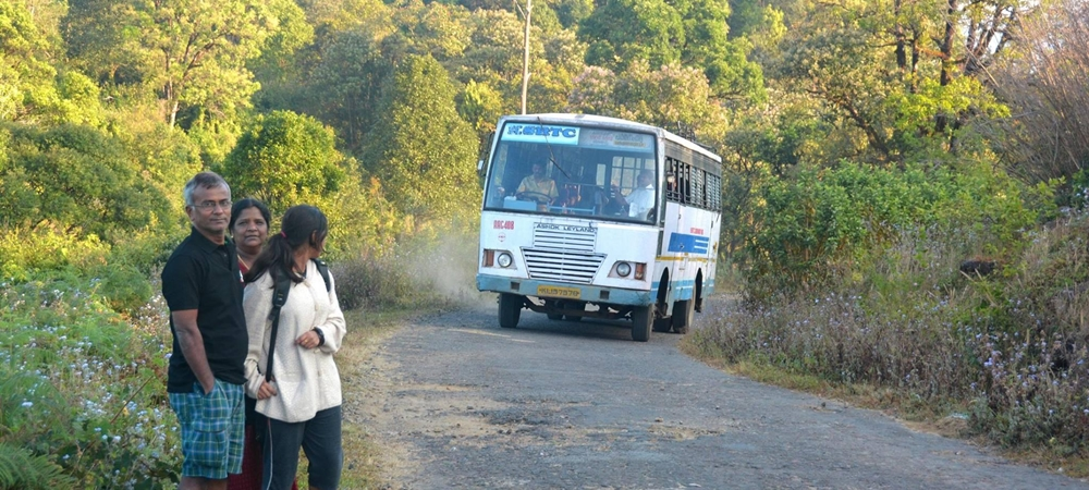 Bus on the road at Gavi